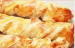Рецепт слоеных косичек с курицей и сыром