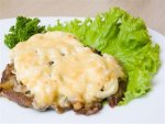 Рецепт свинины с чесноком и сыром
