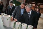 Василий Голубев посетил современный крупяной завод в Целине и заявил о необходимости развития сельхозпереработки на Дону