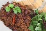 Рецепт горячего мясного салата с чили и соевым соусом