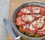 Новогодний рецепт: свинина запеченная под шубой из перцев и помидор