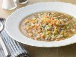 Рецепт мясного супа с сыром и перловкой