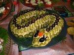 Новогодний рецепт: салат Змейка из сыра, яйца, консервированной горбуши