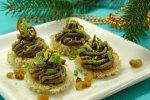Новогодний рецепт: новогодние канапе Елочки из печеночного паштета