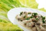 Новогодний рецепт: грибной салат с ветчиной