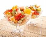 Новогодний рецепт: Ананасы с шампанским и смесью свежих фруктов