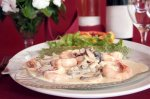 Новогодний рецепт: Креветки с текилой, сливками и зеленым луком