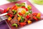 Новогодний рецепт: Куриная печень со сладким перцем,редисом и кунжутом
