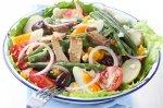Рецепт салата нисуаз со свежим тунцом, каперсами и анчоусами