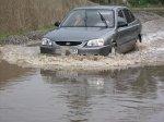 Дождевая вода продолжает затапливать дома и подвалы домов по улицам Вишневой, Российской, Мичурина, Котовского, Тимирязева