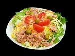 Рецепт салата из тунца, маслин и помидоров с соусом ромеско