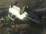 Авария на дороге: перевернулся автомобиль ВАЗ 21140