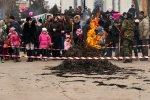 видео -Сжигание соломенного символа масленица 2013 в Белой Калитве