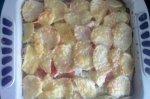 Рецепт картофеля, запеченного с куриным филе и помидорами под сыром