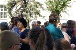 Митинг протеста в Белой Калитве против постройки детского кафе в сквере
