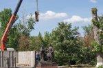 Установлен памятник Петру и Февронии. Но не открыт