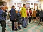 Губернатор поручил минимизировать очереди в поликлиниках области