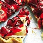 Рецепт: легкий бананово‑клубничный пирог
