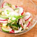 Рецепт: зеленый салат с русским соусом
