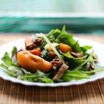 Рецепт: салат с абрикосами и помидорами черри