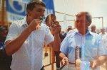 Астраханский чиновник сдержав свое слово прилюдно, сбрил усы, которые носил 33 года