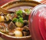 Рецепт: Гуляш по‑венгерски с яичной лапшой