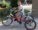 В Батайске у мальчика страдающим ДЦП украли его велосипед
