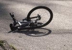 В Волгограде неизвестный водитель сбил велосипедиста и бросил его на дороге