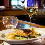 Рецепт: Лосось, запеченный с картофелем и оливками