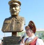 В хуторе Семимаячном открыли памятник генералу Т.Т.Шапкину