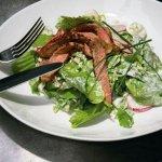 Рецепт: утка с редисом и соусом из йогурта
