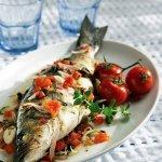 Рецепт: Сибас с томатами и итальянскими травами