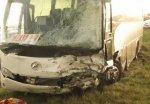 В Октябрьском районе в экскурсионный автобус врезался минивен Renault