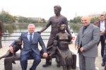 В Астрахани установили скульптуру в честь семьи