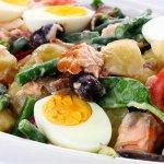 Рецепт: салат нисуаз со свежим тунцом и горчичной заправкой