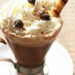 Рецепт: Горячий шоколад со специями и взбитыми имбирными сливками