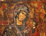 В Сочи отдыхающие обнаружили на пляже старинную икону