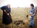 В поселке Коксовом прошла посадка молодого сада в рамках проекта Школа Счастья