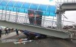 В Каменском районе самосвал сбил надземный пешеходный переход