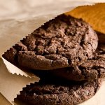 Рецепт: шоколадно-кофейное воздушное печенье