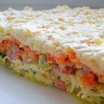 Рецепт: слоеный салат с грибами и ветчиной
