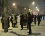 На остановках Ростова мерзнут тысячи пассажиров, городского транспорта нет