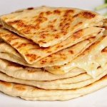 Рецепт: сметанные лепешки с сыром и зеленью