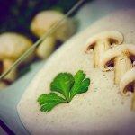 Рецепт: сливочный крем-суп из шампиньонов и картофеля