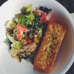 Рецепт: салат с тунцом и томатами