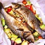 Рецепт: сибас, запеченный с овощами в конверте