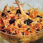 Рецепт: капустный салат с черносливом и грецкими орехами