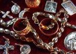Мужчина в Ростовском аэропорту пытался пронести две тысячи ювелирных украшений