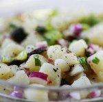 Рецепт : картофельный салат с горошком и кинзой