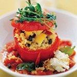Рецепт: фаршированный перец с кускусом и лимонным чатни